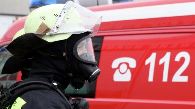 Жильцы дома вПетербурге говорили о взрыве вмусопроводе