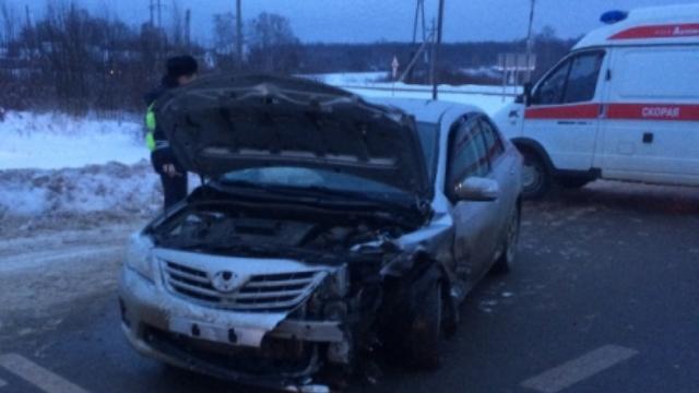 Автомобильная авария произошла под Костромой: пострадала 32-летняя женщина
